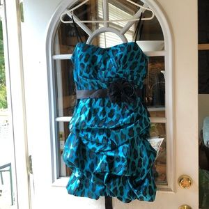 Cute Blue & Black Ruffle Mini-Dress!